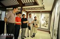 """""""五月情怀·同窗五人中国画作品展""""在静海美术馆举行"""