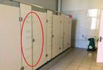"""卖场厕位门被锁:开门做生意 厕所还""""限流""""?"""