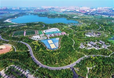 遵循海绵城市的建设标准,在公园内建设了完善的雨水回收系统,材料实现