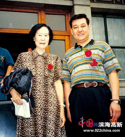 著名书法家、香港书法家协会副主席王冠峰与徐悲鸿先生夫人廖静文
