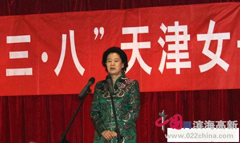 天津市老同志曹秀荣勉励女书画家再创佳作