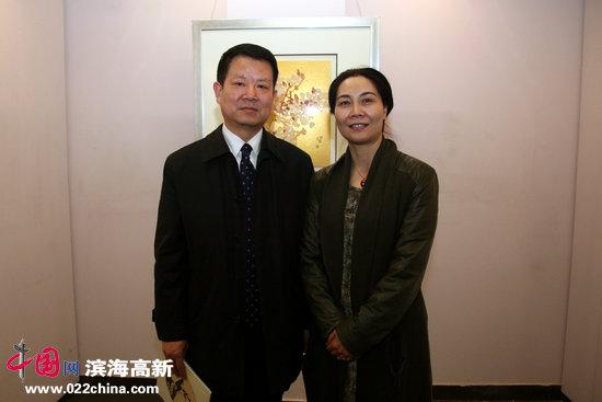 肖映梅与天津建工承包公司副总经理贾顺杰