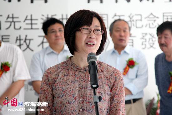 张牧石先生次女、天津政协书画研究会理事张秀颖致答谢辞。