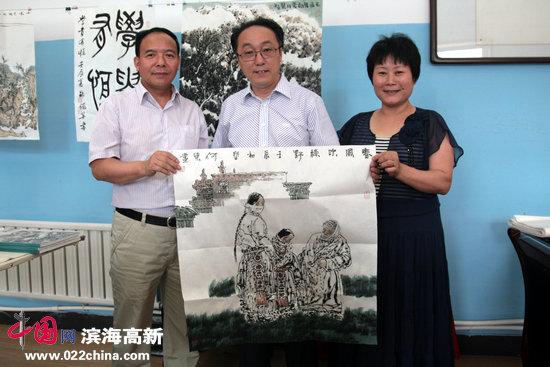 天津美院教授、《中国书画报》社长、著名人物画家何东。