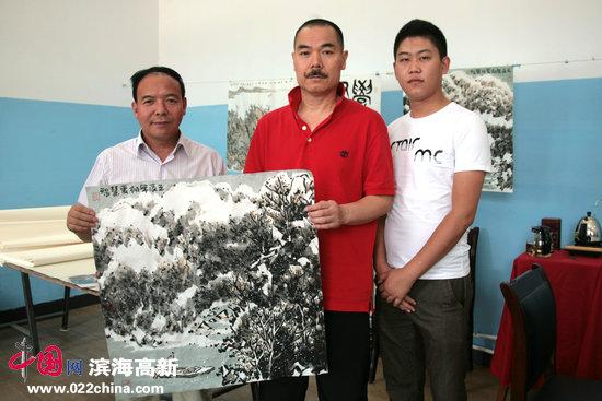 天津美院教授、《中国书画报》执行总编、著名山水画家王慧智。