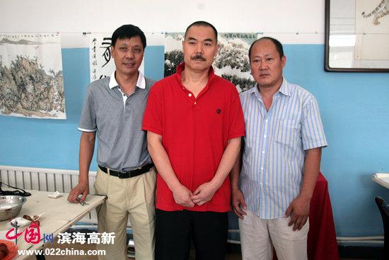 天津美院教授、《中国书画报》执行总编、著名山水画家王慧智与鉴赏家谢连梓等。
