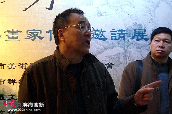 天津市群众艺术馆馆长李治邦致词。