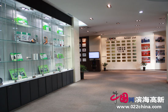 天津力神电池公司产品展示。