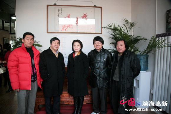 爱新觉罗·毓峋、爱新觉罗·毓岳、爱新觉罗·毓震峰、曹雪蓉等在画展上。