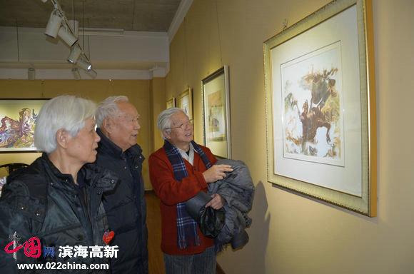 心语自然—当代朴墨心画艺术展暨大型公益活动举行,图为老教授们高度赞誉画作