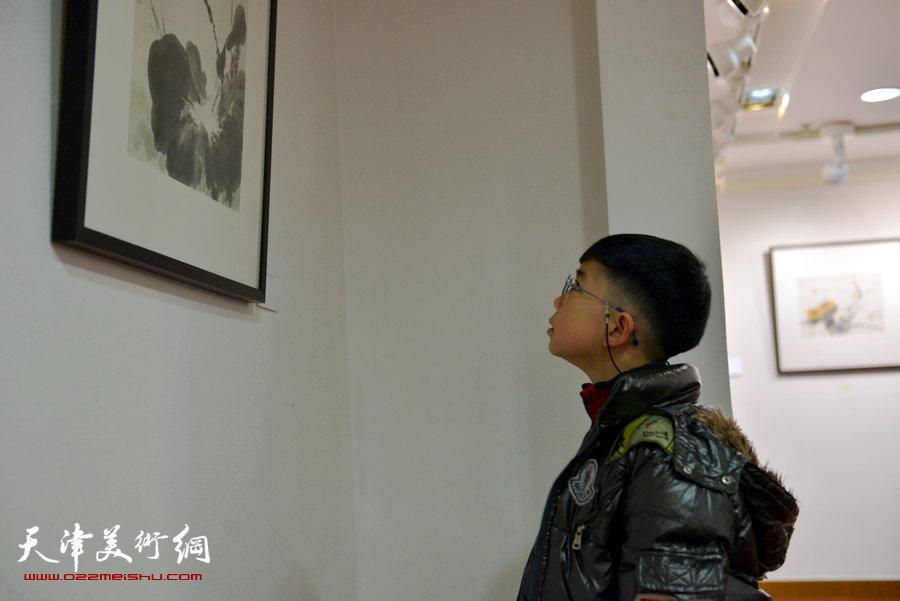 """""""萧朗花鸟画小品展""""亮相北京荣宝斋,图为画展现场。"""