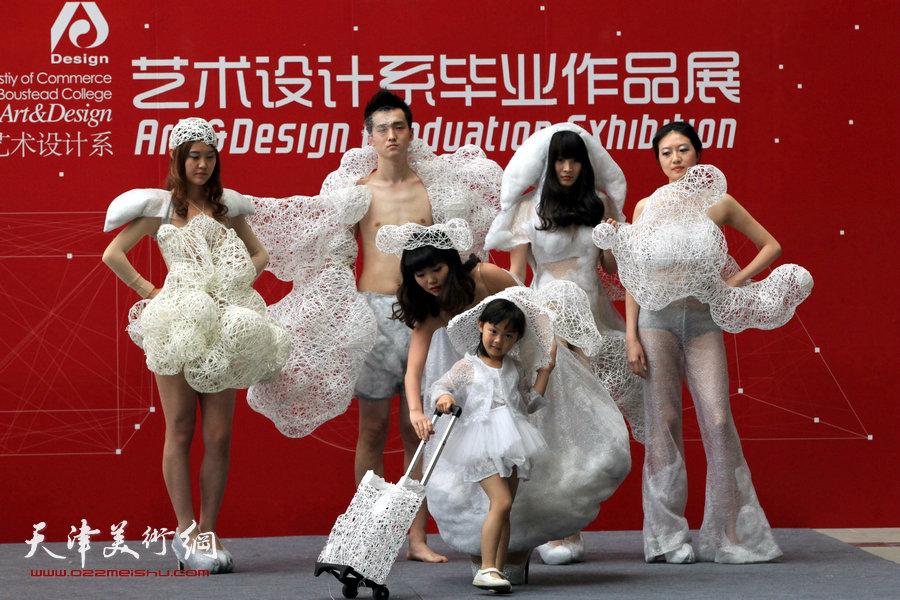 天津商业大学宝德学院艺术设计系2014届毕业作品展服装专业毕业设计动态展演。