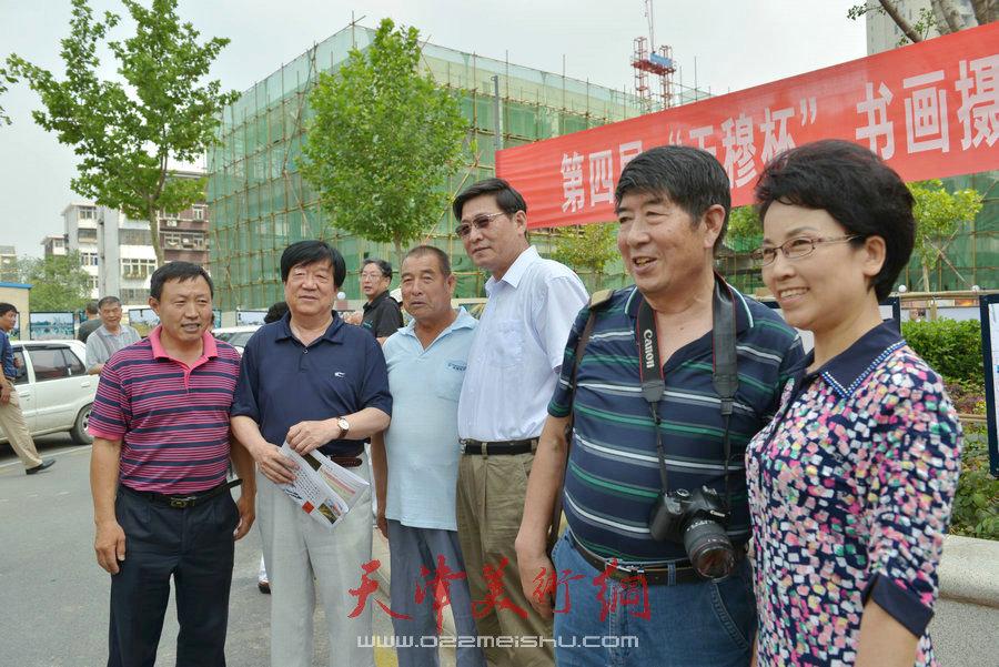 """第四届""""天穆杯""""书画摄影展在北辰区天穆东苑举行。"""