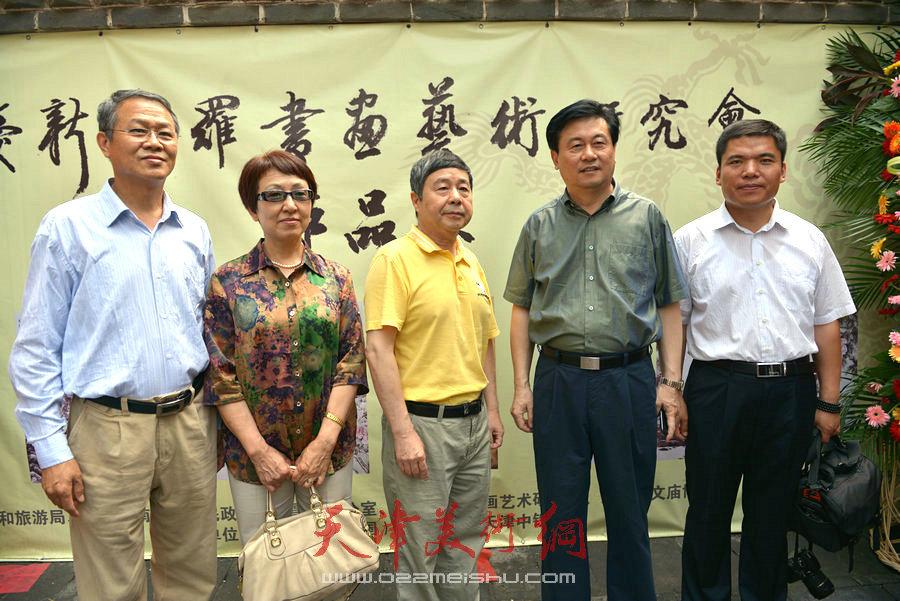 爱新觉罗家族书画展在天津文庙开展。