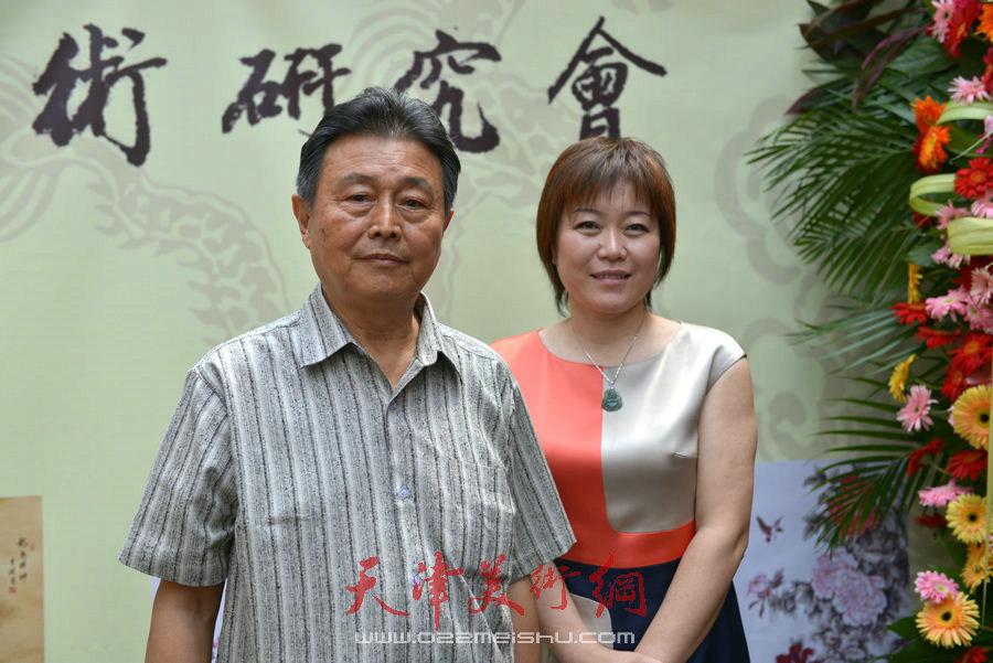 爱新觉罗家族书画展在天津文庙开展,图为赵毅、李澜合影。