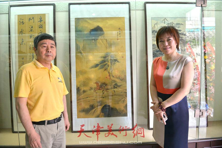 爱新觉罗家族书画展在天津文庙开展,图为毓峋与李澜合影。