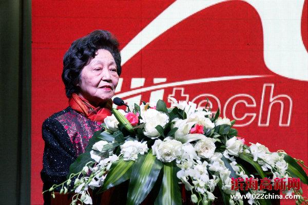 大赛艺术总监、著名钢琴家、中央音乐学院终身教授、中国国际钢琴比赛创始人周广仁致辞。