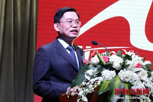 大赛组委会副主任、天津高新区管委会副主任尹继辉主持发布会。
