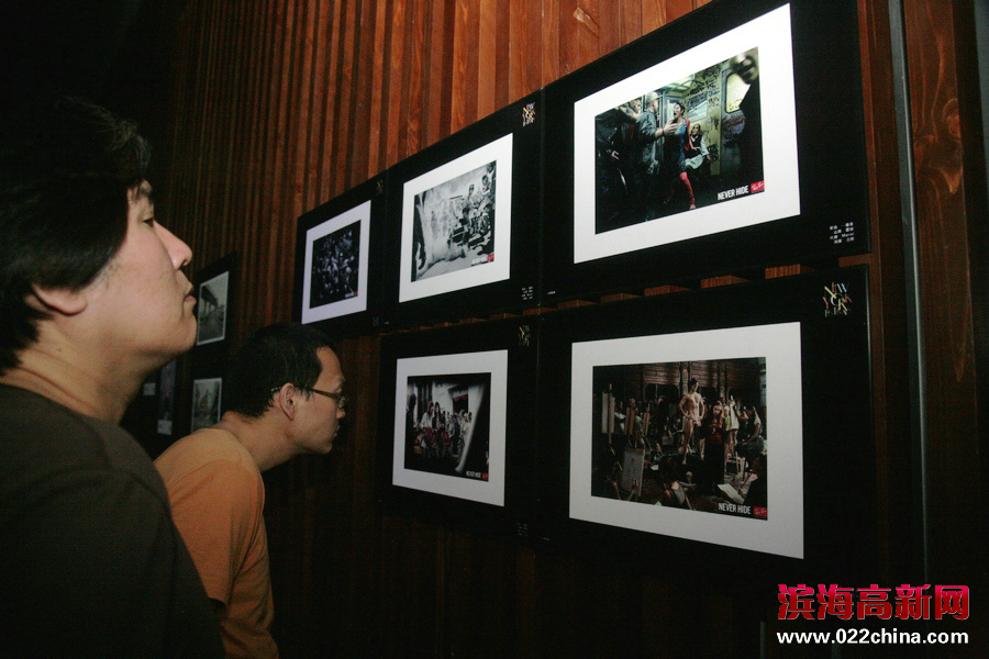 """""""创意启发未来""""第58届纽约国际广告节世界最佳作品展映活动在天津高新区滨海广告产业园举行,图为展览现场。"""