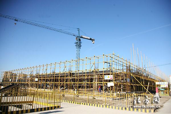 高新区管委会与新华中学签约共建第一学校