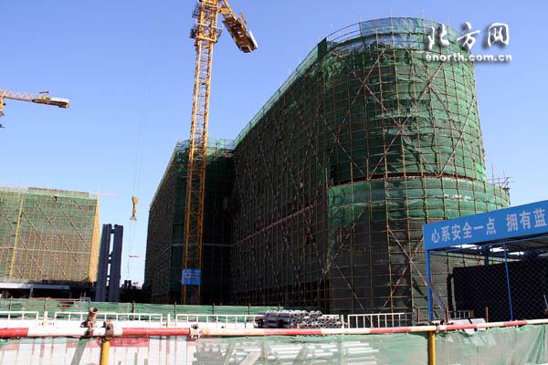 2月5日,滨海文化中心东方演艺中心顺利完成了结构封顶施工