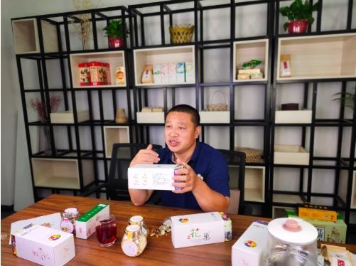 """""""一杯花茶""""带富众乡亲——界首市退伍军人张晓峰返乡做电商"""